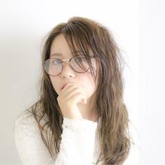 梅雨 デート セミロング アンニュイ ヘアスタイルや髪型の写真・画像