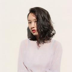 フェミニン パーマ ロブ ナチュラル ヘアスタイルや髪型の写真・画像