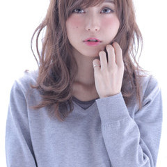 ゆるふわ アッシュ 大人かわいい 外国人風 ヘアスタイルや髪型の写真・画像