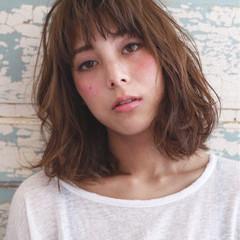 くせ毛風 ミディアム 外国人風 フェミニン ヘアスタイルや髪型の写真・画像