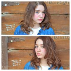 ミディアム 外国人風 ウェットヘア ウェーブ ヘアスタイルや髪型の写真・画像