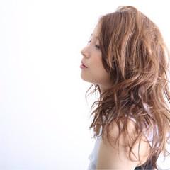 外国人風 ピュア アッシュ ミディアム ヘアスタイルや髪型の写真・画像