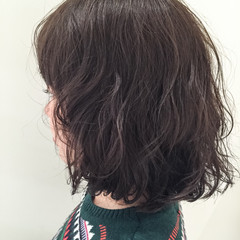 暗髪 重ため パーマ ナチュラル ヘアスタイルや髪型の写真・画像