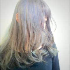 ナチュラル ウェーブ ストリート ミディアム ヘアスタイルや髪型の写真・画像