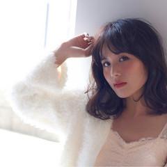 冬 外国人風 暗髪 ガーリー ヘアスタイルや髪型の写真・画像