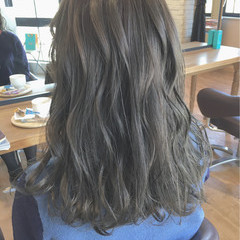 ハイライト ミディアム グレージュ 外国人風 ヘアスタイルや髪型の写真・画像