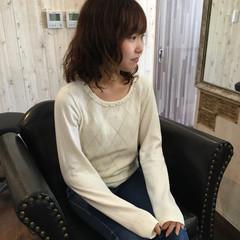 アウトドア 簡単ヘアアレンジ ミディアム フェミニン ヘアスタイルや髪型の写真・画像