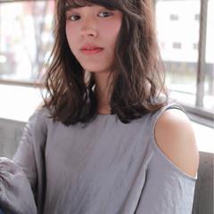 リラックス ミルクティー 内巻き 外ハネ ヘアスタイルや髪型の写真・画像