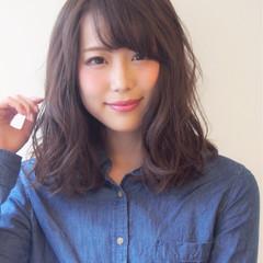 ミディアム モテ髪 ナチュラル ウェーブ ヘアスタイルや髪型の写真・画像