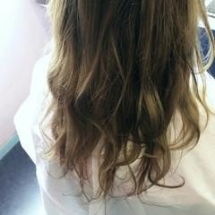 フェミニン ゆるふわ ロング 暗髪 ヘアスタイルや髪型の写真・画像