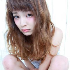 外国人風 ガーリー アッシュ ワイドバング ヘアスタイルや髪型の写真・画像