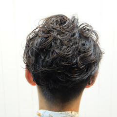 メンズ ショート ボーイッシュ パーマ ヘアスタイルや髪型の写真・画像
