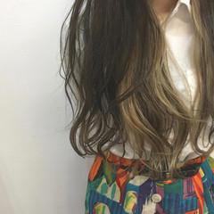 アッシュベージュ ロング 透明感 結婚式 ヘアスタイルや髪型の写真・画像