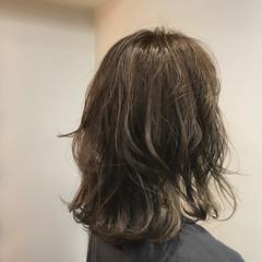 パーマ ミディアム フェミニン アンニュイ ヘアスタイルや髪型の写真・画像