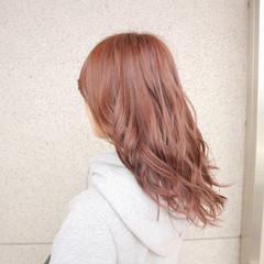 ミルクティー フェミニン ニュアンス デート ヘアスタイルや髪型の写真・画像