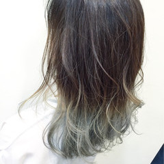 シルバー グレー ガーリー ミディアム ヘアスタイルや髪型の写真・画像