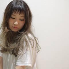 外国人風 大人かわいい グラデーションカラー ナチュラル ヘアスタイルや髪型の写真・画像