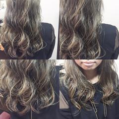バレイヤージュ ロング ハイライト 暗髪 ヘアスタイルや髪型の写真・画像