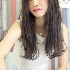 外国人風 ロング ダブルカラー 暗髪 ヘアスタイルや髪型の写真・画像
