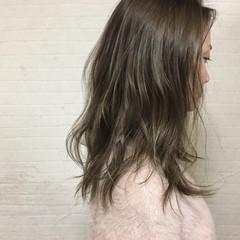 ゆるふわ アッシュベージュ ハイライト ナチュラル ヘアスタイルや髪型の写真・画像