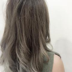 ロング ガーリー グレージュ 透明感 ヘアスタイルや髪型の写真・画像