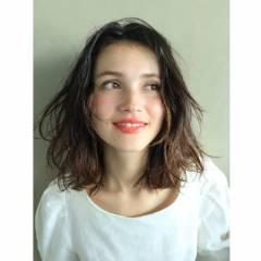 アンニュイ ウェットヘア ミディアム 暗髪 ヘアスタイルや髪型の写真・画像