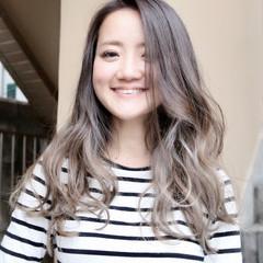 外国人風カラー ロング アッシュグレージュ グラデーションカラー ヘアスタイルや髪型の写真・画像