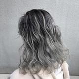 ミディアム デザインカラー バレイヤージュ ストリート ヘアスタイルや髪型の写真・画像[エリア]