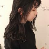 ストリート セミロング インナーカラー 前髪パーマ ヘアスタイルや髪型の写真・画像