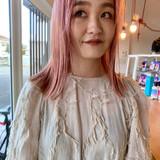 ミディアム ハイトーン ベリーピンク ピンク ヘアスタイルや髪型の写真・画像