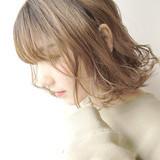 ミルクベージュ ハイライト ハイトーン フェミニン ヘアスタイルや髪型の写真・画像