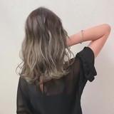 ブリーチ バレイヤージュ ミルクティーベージュ グレージュ ヘアスタイルや髪型の写真・画像