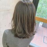インナーカラー オリーブベージュ ベージュ ナチュラルヘアスタイルや髪型の写真・画像