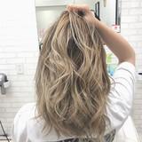 アウトドア グラデーションカラー ミルクティーベージュ ガーリー ヘアスタイルや髪型の写真・画像