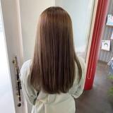 ナチュラル セミロング イルミナカラー 髪質改善トリートメントヘアスタイルや髪型の写真・画像