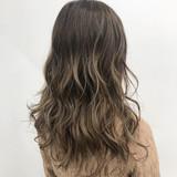 セミロング グラデーションカラー エアータッチ ナチュラル ヘアスタイルや髪型の写真・画像