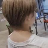 ブリーチオンカラー ミルクティーベージュ ナチュラル ショートヘア ヘアスタイルや髪型の写真・画像[エリア]