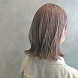 ミルクティーベージュ 切りっぱなしボブ アッシュベージュ ボブ ヘアスタイルや髪型の写真・画像