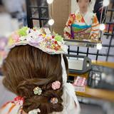ヘアアレンジ セミロング 成人式ヘア フィンガーウェーブヘアスタイルや髪型の写真・画像