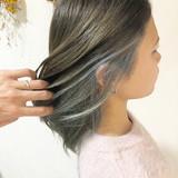 ブリーチカラー ホワイトグレージュ インナーカラー ナチュラル ヘアスタイルや髪型の写真・画像