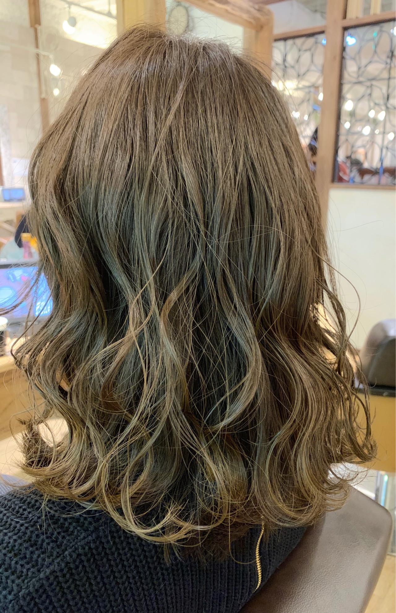 マット セミロング イルミナカラー 透明感ヘアスタイルや髪型の写真・画像