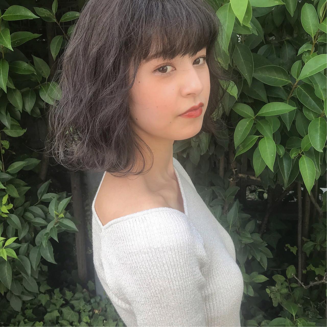 ハイトーンカラー フェミニン アッシュグレー ボブ ヘアスタイルや髪型の写真・画像 | 上村 聖陽 / lia by defi