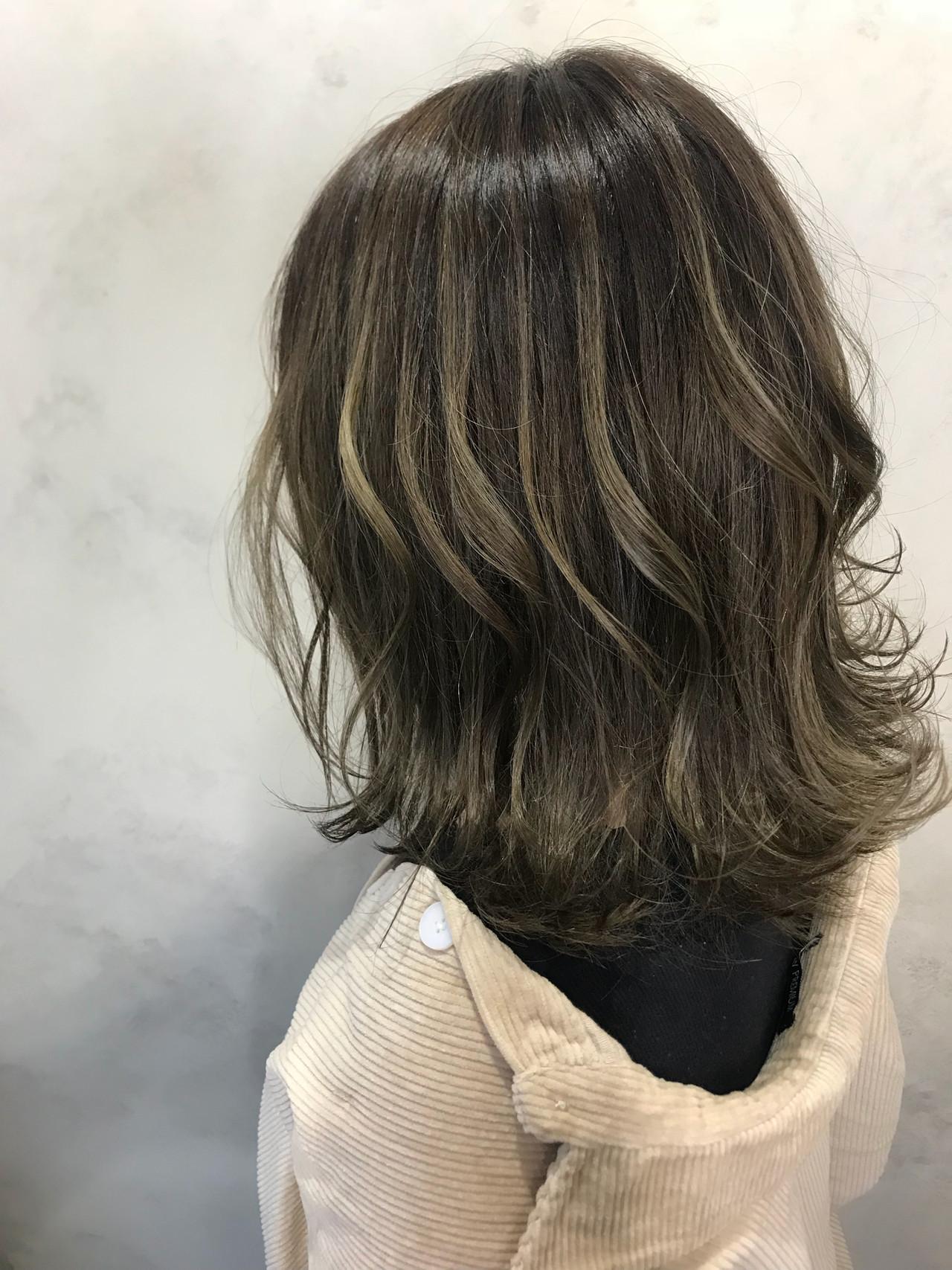 こなれ感 ミディアム ゆるふわ ハイライト ヘアスタイルや髪型の写真・画像   Yuuki Kamizuru / iro by siki