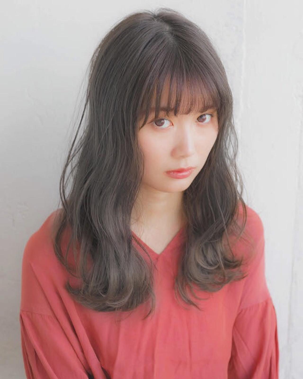 セミロング フェミニン アンニュイほつれヘア 前髪ヘアスタイルや髪型の写真・画像
