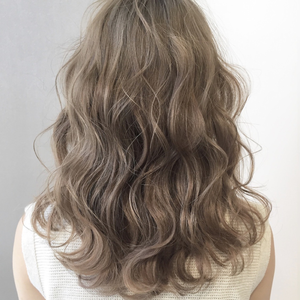 ミルクティーグレージュ ミルクティーベージュ アッシュグレージュ 簡単ヘアアレンジ ヘアスタイルや髪型の写真・画像