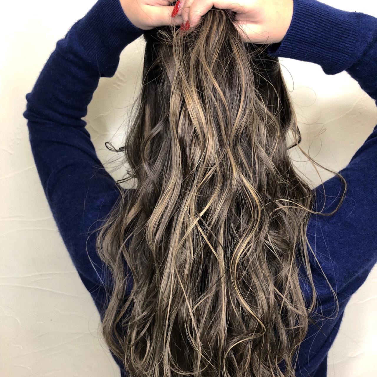 グレージュ ウェーブ ダブルカラー 上品 ヘアスタイルや髪型の写真・画像 | 中村 賢人 / b:Ashアメ村 店長