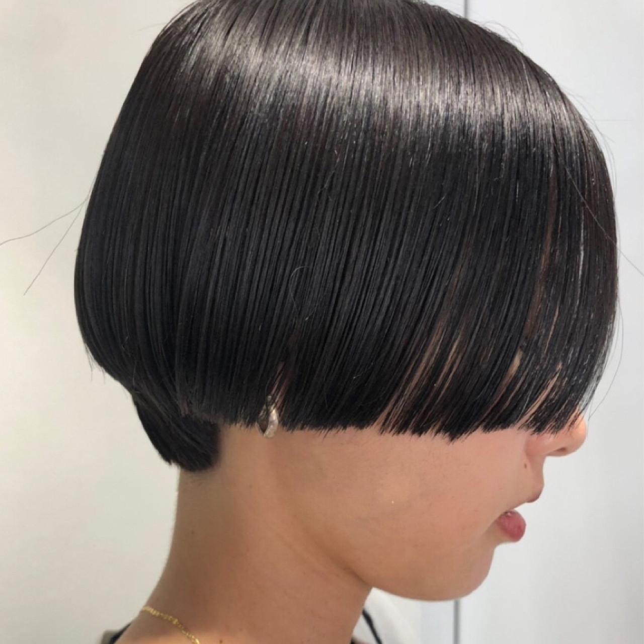 ショートボブ ナチュラル ショート 前下がりショートヘアスタイルや髪型の写真・画像
