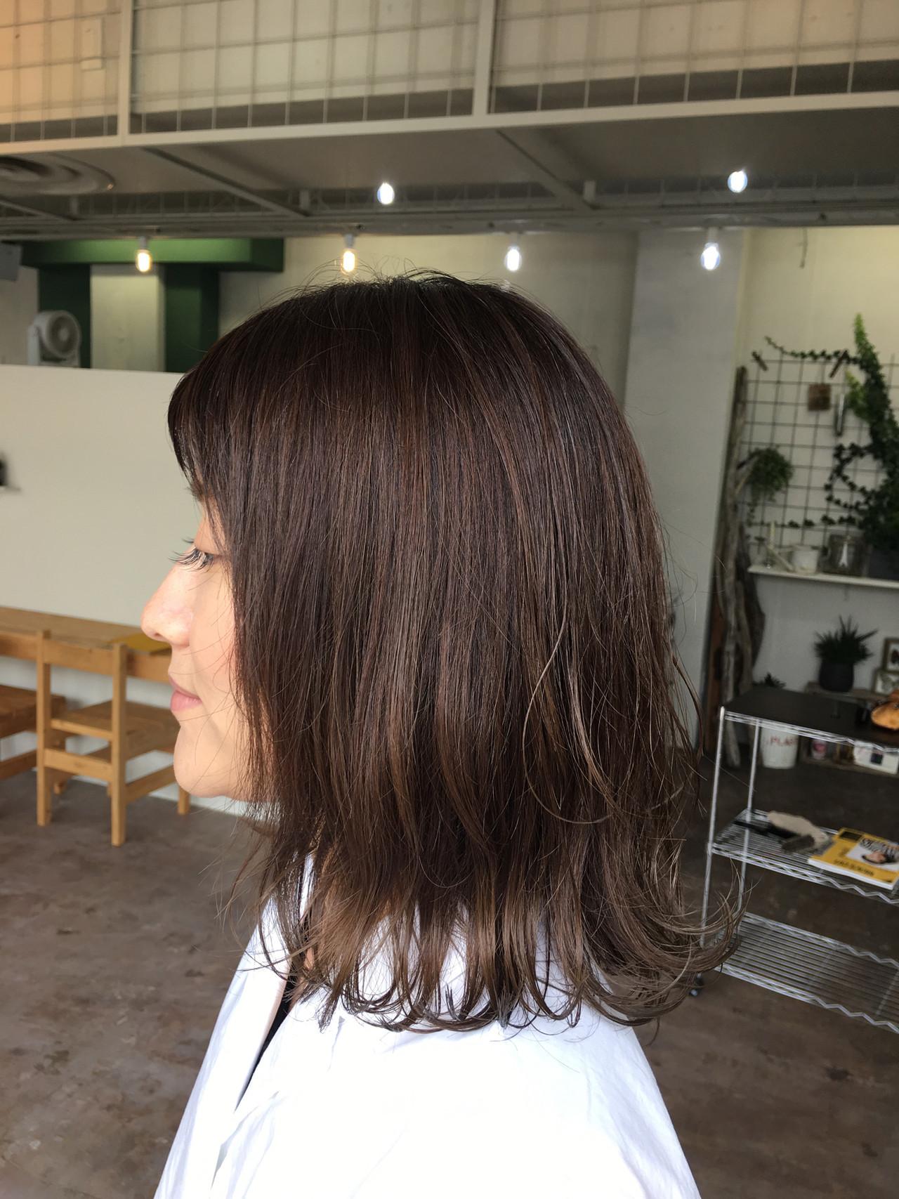 ナチュラル ミディアム オフィス アッシュ ヘアスタイルや髪型の写真・画像 | 岩垂 和枝 / hair make design paf