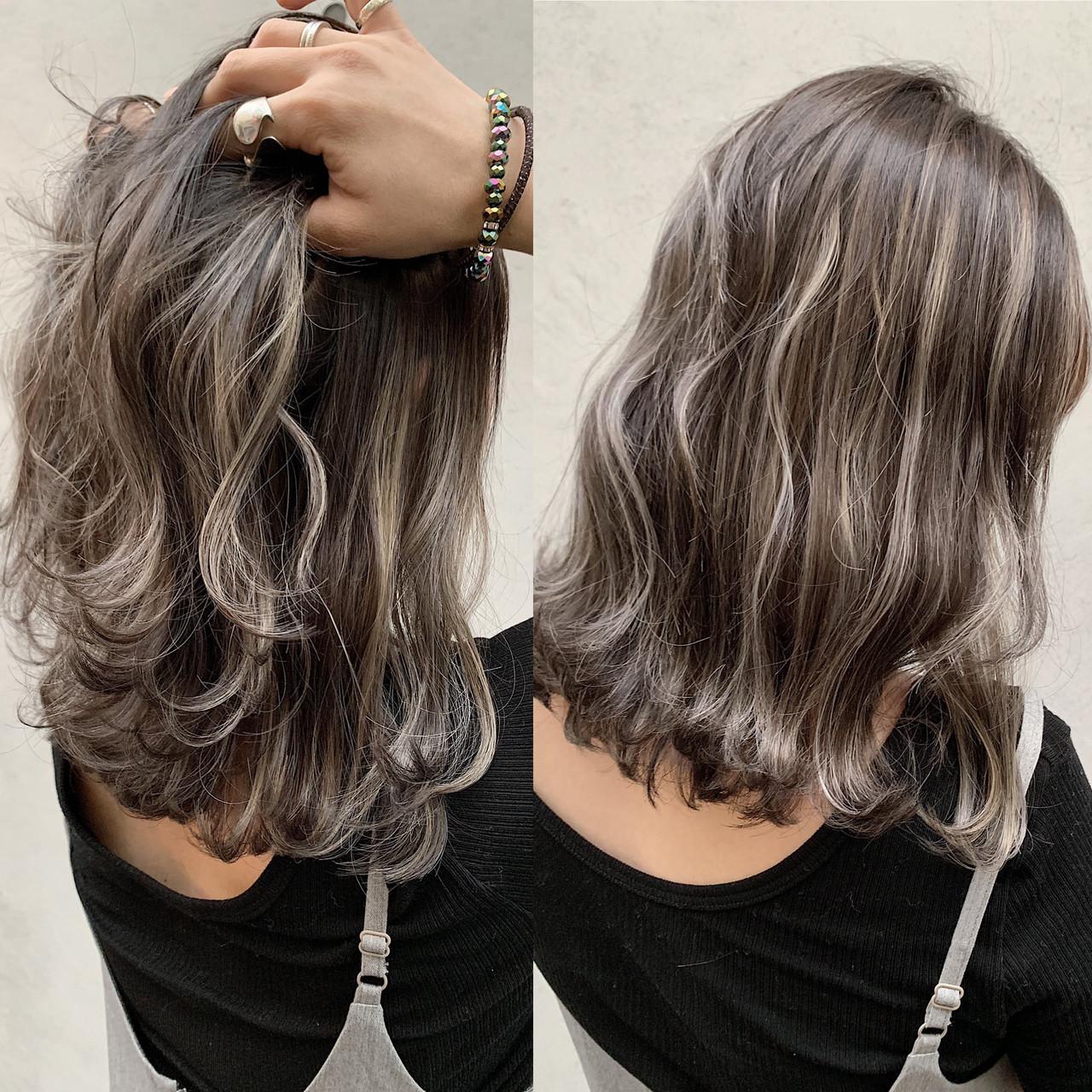 ハイライト バレイヤージュ ナチュラル ミルクティーベージュヘアスタイルや髪型の写真・画像