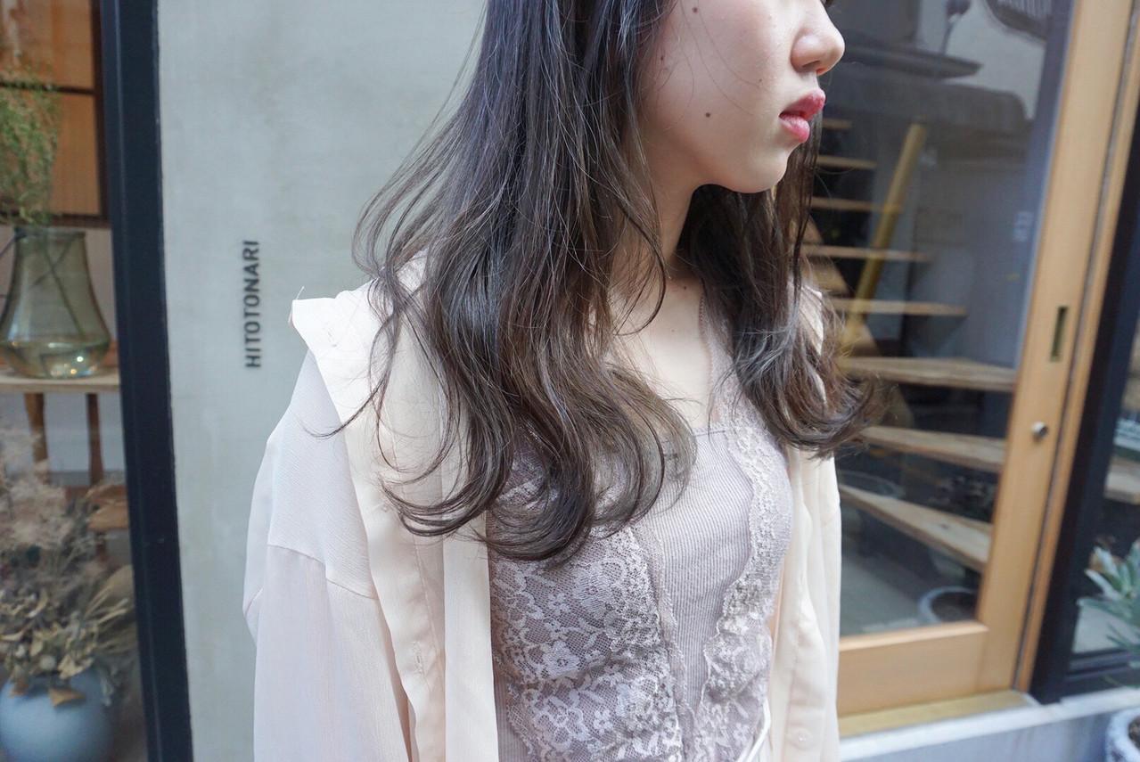 くすみベージュ 透明感カラー ナチュラル くすみカラーヘアスタイルや髪型の写真・画像